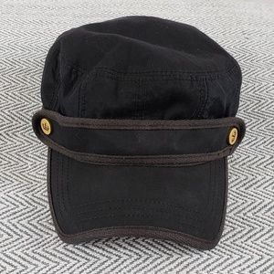 Juicy Couture newsboy bakerboy hat with logo metal